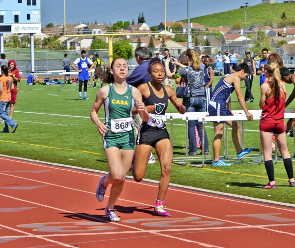 Here Ileana just overtakes the Deer Valley girl at the finish for another 2014 800m win.