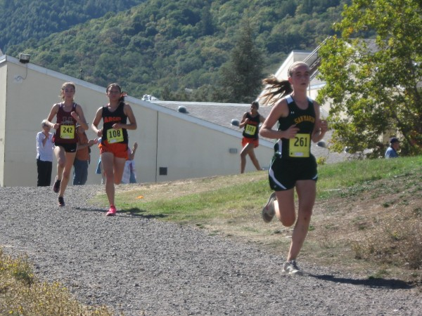 Lead pack behind Mahony-Moyer